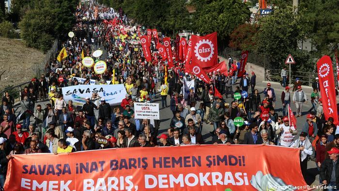 Türkei Anschlag in Ankara - Demonstration vor der Explosion