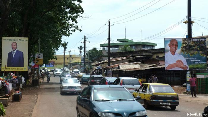 Des affiches de la campagne électorale de la présidentielle en 2015 à Conakry