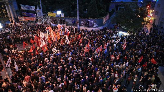 Protests in Istanbul after the terror attack (Photo: AP)