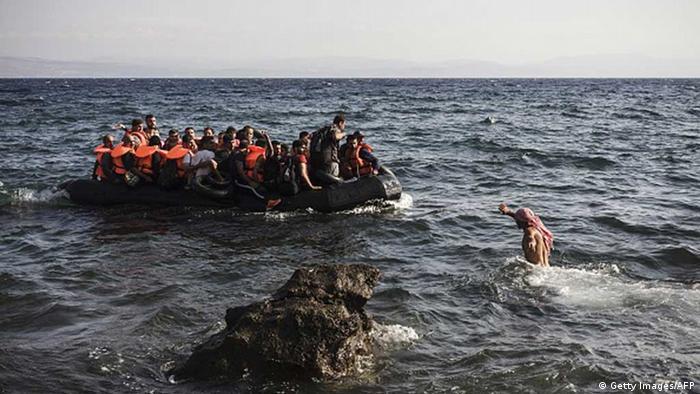 Біженці на човні прибули до грецького острова Лесбос