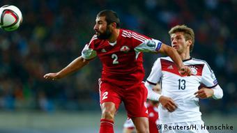 Thomas Müller (der.), autor del primer gol de la selección germana de fútbol.