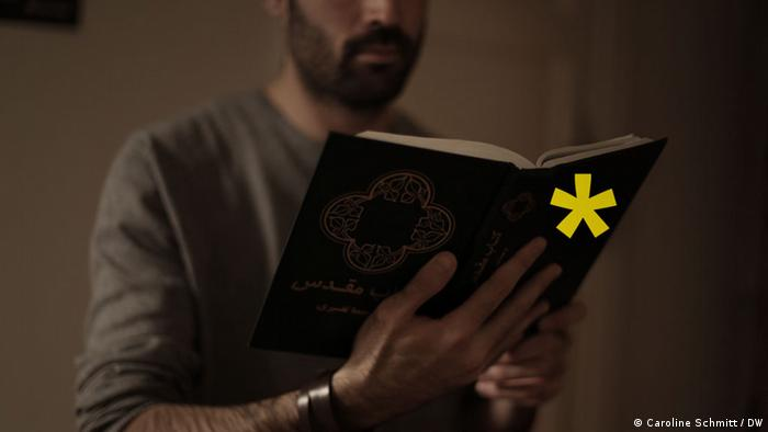 Farsad with his Bible, Copyright: Caroline Schmitt / DW