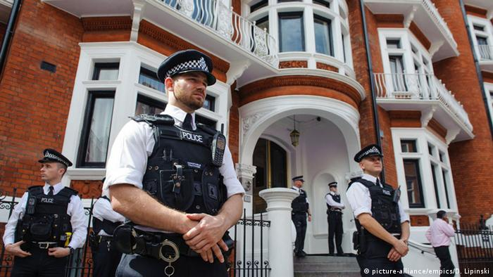 London police stationed outside the Ecuadorian embassy