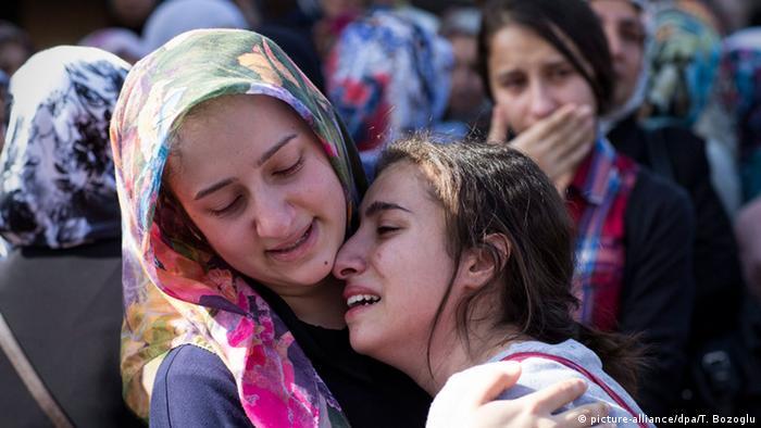 На похоронах жертв трагедии в Анкаре