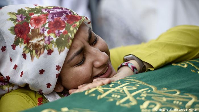Türkei Istanbul Terroranschlag Beerdigung Opfer Trauer