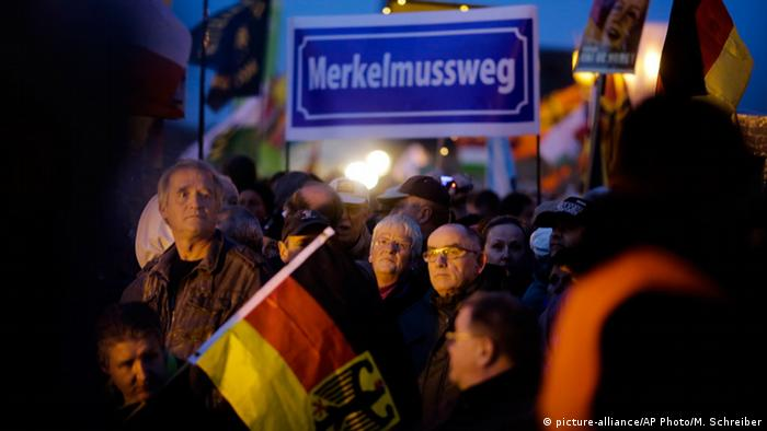 Dresden Pegida Demonstration Anti Merkel Plakat