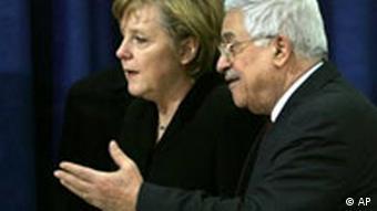 Angela Merkel stützt Abbas