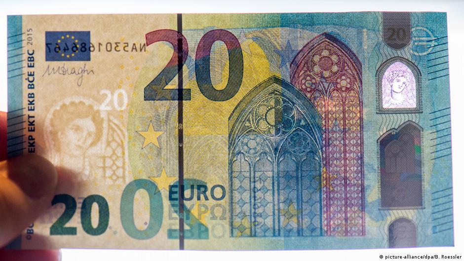 Банкноту украшают изображения архитектурных элементов, характерных для европейской готики