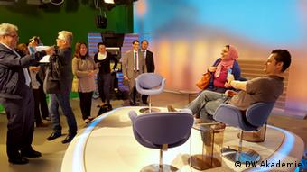 Tunisian press officers visit the studio of the Arabic Program of DW (photo: DW Akademie)
