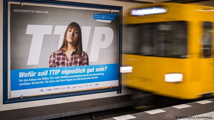 Плакат в поддержку ТТИП в берлинском метро