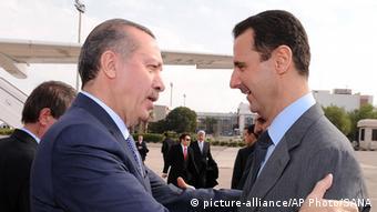 17 Ocak 2011, Şam. Suriye lideri Esad, havaalanında Erdoğan'ı karşılıyor