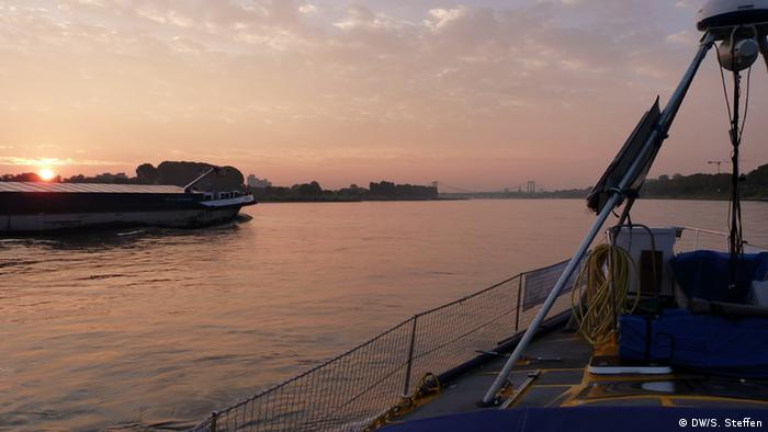 Sun rise in Cologne onboard the Climate Sail boat (photo: DW/Sarah Steffen)