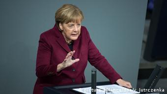 Berlin Bundestag Angela Merkel Rede Flüchtlinge