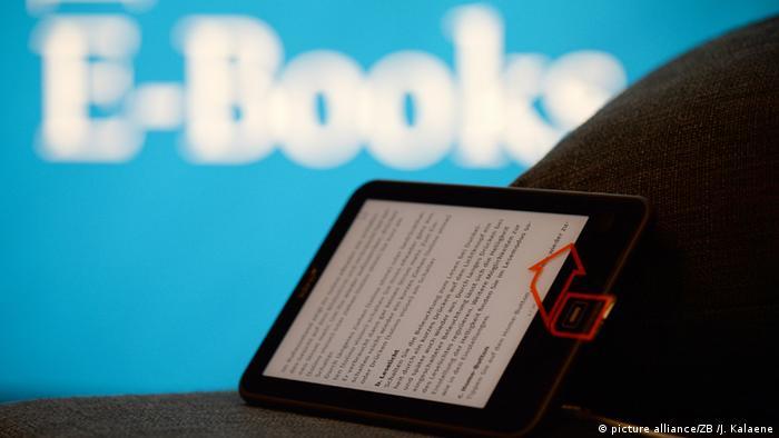 Frankfurter Buchmesse Stand Verlag E-Book-Reader Tolino (picture alliance/ZB /J. Kalaene)