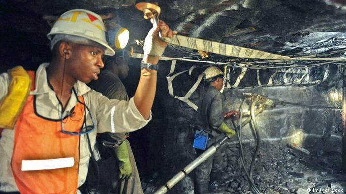 Platinum mine in South Africa (Imago/Kyodo)