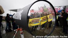 Proteste gegen die Vorratsdatenspeicherung vor dem Reichstag im Oktober 2015