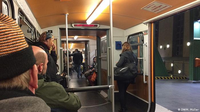 سالانه ۲۴ میلیون و ۸۰۰ هزار نفر بطور میانگین توسط این قطار جابهجا میشوند که این شمار در روزهای کاری هفته بطور متوسط شامل ۸۲ هزار است.