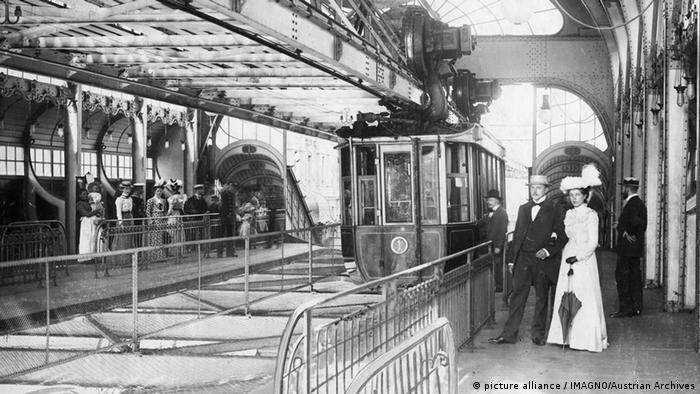 Wuppertal Schwebebahn 1912 ARCHIV (picture alliance / IMAGNO/Austrian Archives)