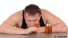 Colourbox Kategorien Essen & Trinken Getränke Alkoholische Getränke Bild: #3245330 0 0 Betrunkener mit einem Glas in der Hand isoliert auf weißem Hintergrund