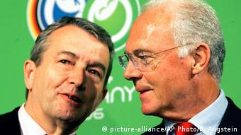 O επικεφαλής της επιτροπής διεκδίκησης του Παγκοσμίου Κυπέλλου 2006 Φραντς Μπεκενμπάουερ μαζί με τον Β. Νίρσμπαχ