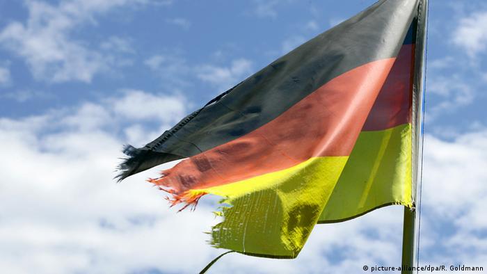 Symbolbild angeschlagenes deutsches Markenimage (picture-alliance/dpa/R. Goldmann)