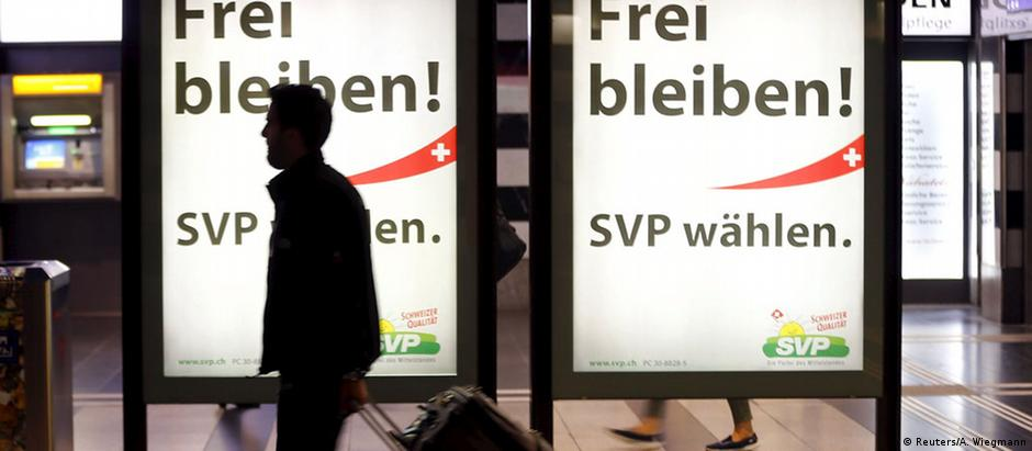 """Cartazes eleitorais: """"Continuemos livres!. Vote pelo Partido Popular Suíço"""""""
