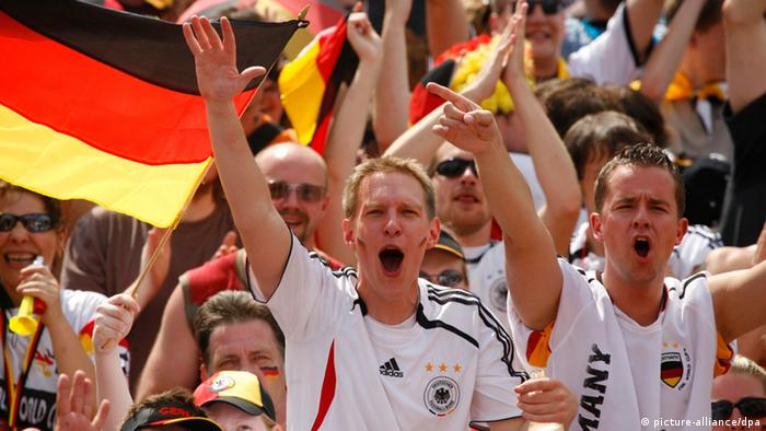 2006 World Cup Germany fans (picture-alliance/dpa)