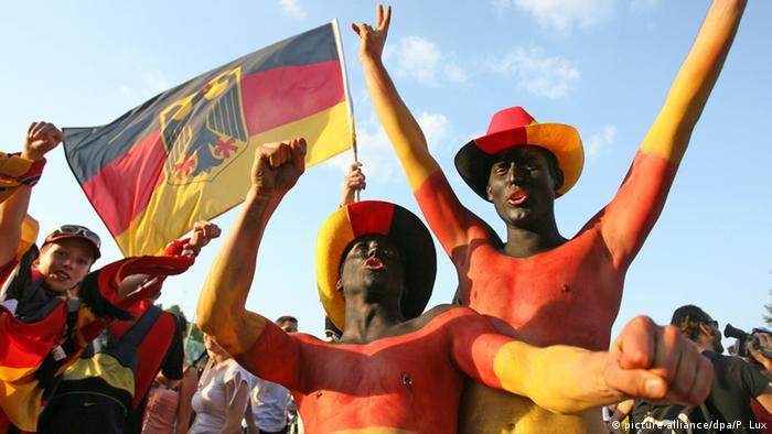 Symbolbild Sommermärchen Fans Schwarz Rot Gold