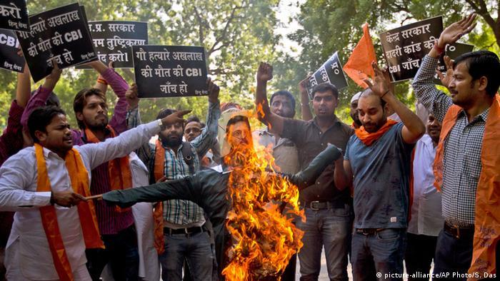 Indien Neu Delhi Hindu Protest gegen Rindfleisch-Konsum (picture-alliance/AP Photo/S. Das)