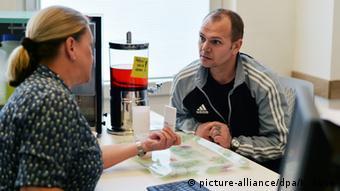 Консультация с врачом о ЗПТ немецкого наркозависимого