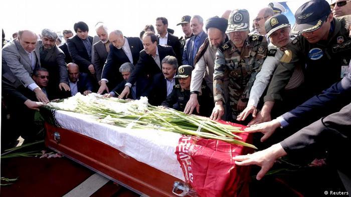Sarg mit Hadsch-Opfer in Teheran