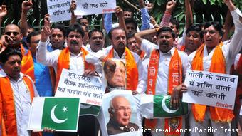 Hindu right-wing Shiv Sena activists burn an effigy and pictures of Pakistani Prime Minister Nawaz Sharif, top, and Pakistan's Prime Minister's Adviser on Foreign Affairs Sartaj Aziz during a protest (Photo: Hemant Rawat / Pacific Press)