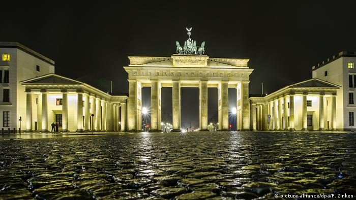 Berlin Brandenburger Tor (picture-alliance/dpa/P. Zinken)