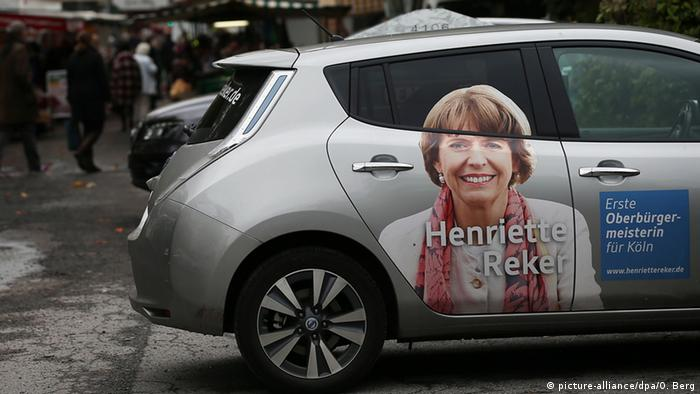 Wahlkampf-Fahrzeug von OB-Spitzenkandidatin Henriette Reker am Tatort (Archivbild: dpa)