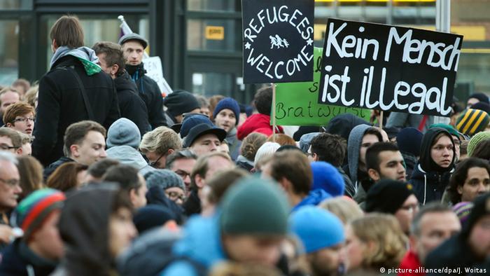 Gegendemonstranten in Dresden (Foto: dpa)