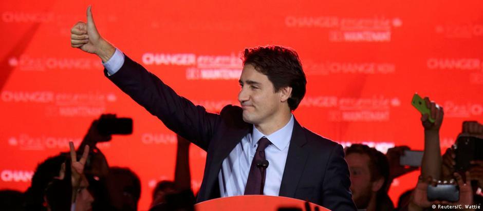 Justin Trudeau comemora a ampla vitória dos liberais