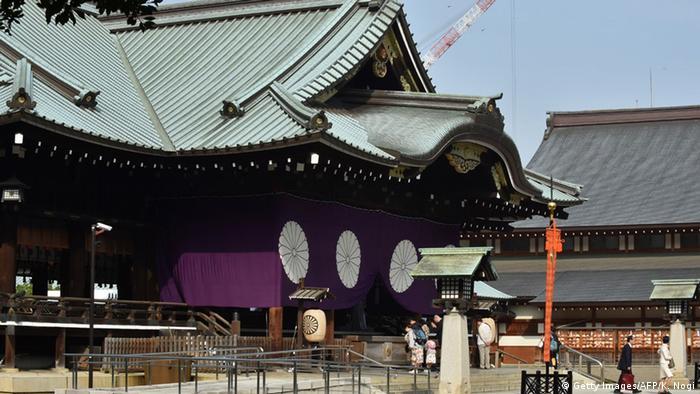 Japan Politiker am Yasukuni Schrein in Tokyo
