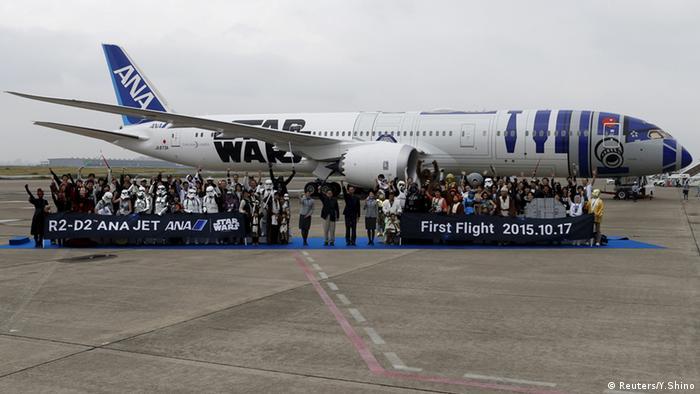 Cosplayer verkleidete Menschen Japan Star Wars Flugzeug Japan (Reuters/Y.Shino)
