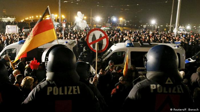 Dresden Pegida Demonstration Polizei
