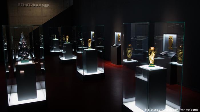 Deutschland Schatzkammer im Deutschen Fußballmuseum in Dortmund