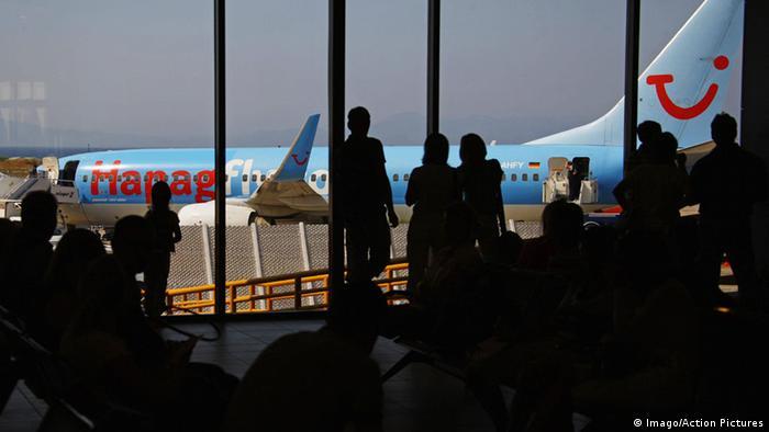Griechenland Flughafen Rhodos (Imago/Action Pictures)