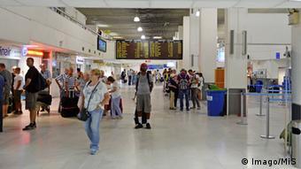 «Tο αεροδρόμιο Νίκος Καζαντζάκης του Ηρακλείου δεν μπορεί να ανταποκριθεί πλέον στο ισχυρό ρεύμα των τουριστών», γράφει το Focus