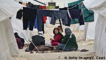 25.05.2015+++ SURUC, TURKEY - MARCH 25: Syrian women chat in Suruc refugee camp on March 25, 2015 in Suruc, Turkey. The camp is the largest of its kind in Turkey with a population of around 35,000 Syrians who have fled the ongoing civil war in their country. (Photo by Carl Court/Getty Images)