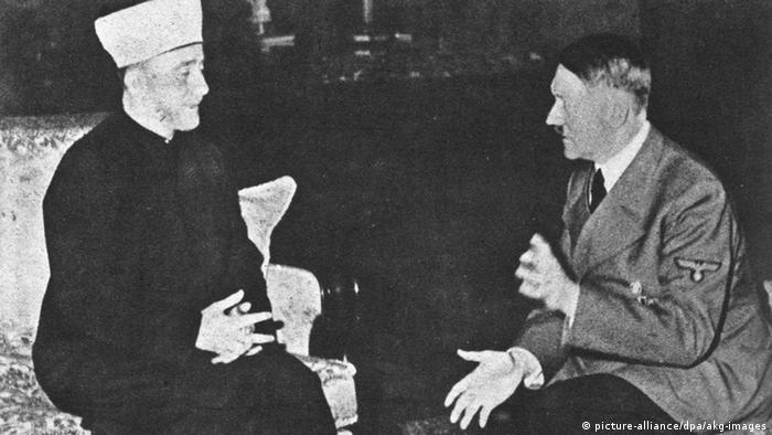 Mufti of Jerusalem and Adolf Hitler talk together at a meeting in 1941 (picture-alliance/dpa/akg-images)