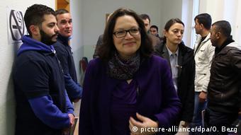 Deutschland Andrea Nahles besucht Erstaufnahmestelle für Flüchtlinge in Köln