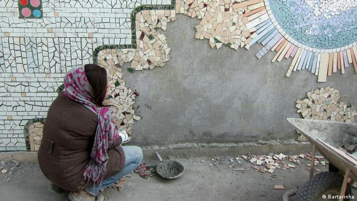 طرح کاشی شکسته روی دیوار نقاشی با کاشیهای شکسته روی دیوارهای تهران | همه مطالب ...