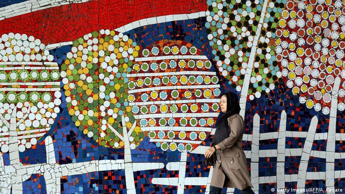 طرح کاشی شکسته روی دیوار نقاشی با کاشیهای شکسته روی دیوارهای تهران   همه مطالب ...