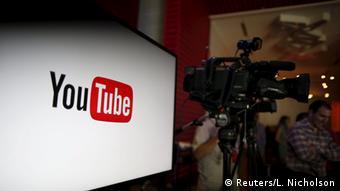 Το YouTube έχει περισσότερους από ένα δισεκατομμύριο χρήστες που καθημερινά ακούνε μερικές εκατοντάδες εκατομμύρια ώρες μουσικής, κάνοντας δισεκατομμύρια «κλικ» σε βίντεο