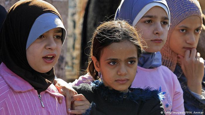 Symbolbild Libanon Beirut Minderjährige Mädchen Flüchtlingslager (Getty Images/AFP/H. Ammar)