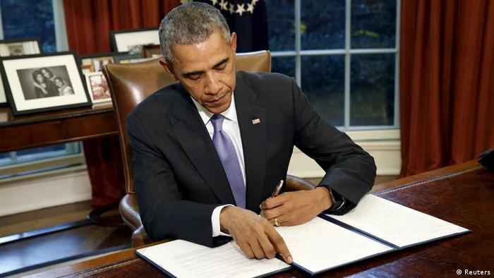 US-Präsident Barack Obama unterzeichnet das Veto gegen den Verteidigungsetat